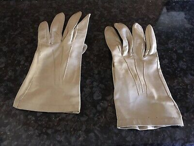 dadee2d88 Ladies Vintage 1950s 1960s Cream soft Leather Gloves. Milore size 7. Small
