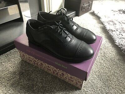 Brand New Clarks Girls Leather School Shoes Selseycool Jnr Size 1 1/2 E
