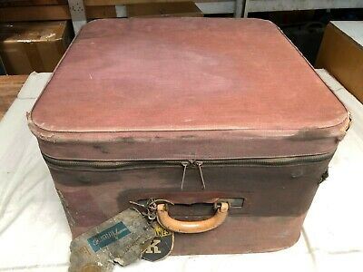 Antique Old Suitcase, Luggage. Cover Is Worn And Torn. Inside Case Is Very Good.