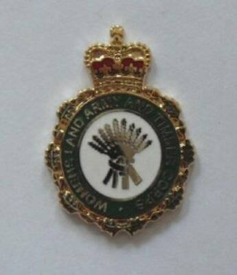 BRITISH ARMY WOMENS LAND ARMY AND TIMBER CORPS LAPEL BADGE.