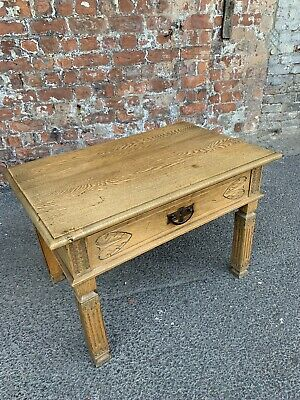 Lovely 20Th Century Antique Carved Light Oak Side Table With Drawer - Table
