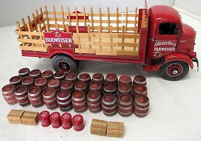Danbury Mint 1938 Budweiser Stake Truck With Mixed Load Mint Cond.