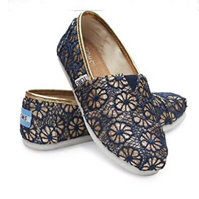 TOMS Girls Classic Gold Crochet Glitter Shoes Size 1 Slip On Floral Blue NWT