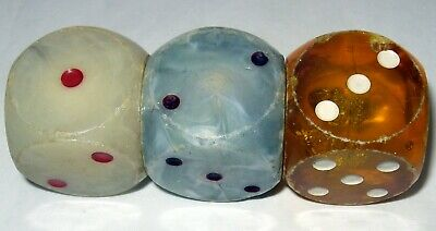 VINTAGE ART DECO Green and red Plastic Di dice dice