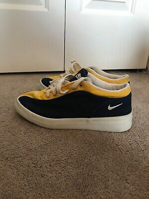 online retailer 34845 89fdf vintage nike shoes Navy and Yellow. Size 7 Mens or 6 Women s. Very Unique