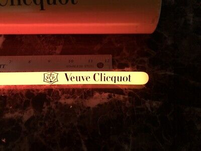 VEUVE CLICQUOT CHAMPAGNE VCP SIGNATURE YELLOW Glow Stick Light Stick Glow Party