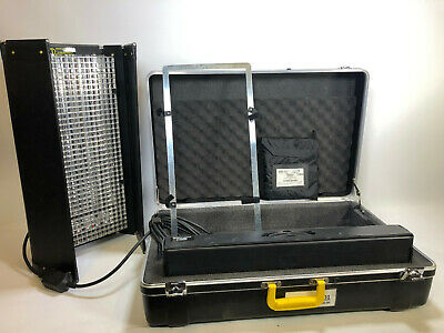 Kinoflo Diva 401 light with case and spare bulb box