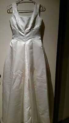 Wedding dress size 12/14 with brocade & pearl buttons! (Pre-Owned)