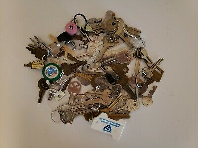 Vintage Lot Of Keys Over One Pound Of Keys And Locks