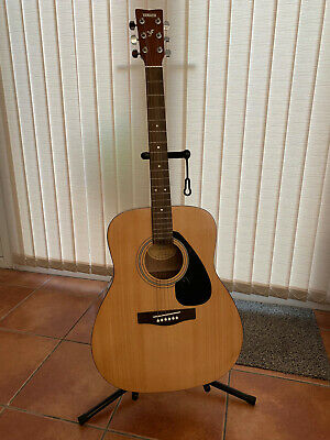 Yamaha F310 acoustic guitar + stand + soft case (Gear Music)