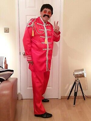 60s Hippy Pop.Sergent Red  Mens Adult Fancy Dress Costume  And Black Wig SizeXL