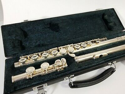 Yamaha Flute and Hard Case 221 in Good Condition