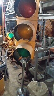 Vintage Traffic Stop yield & Go street Light on Street with clamp on unit picker