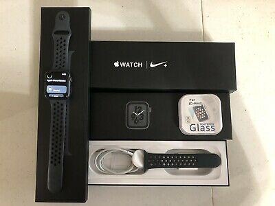 Apple Watch Series 4 Nike+ 44 mm Space Gray WiFi AppleCare+ Extras