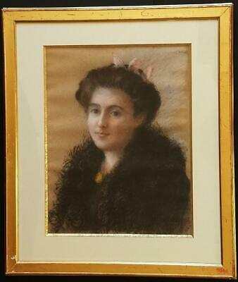 FRENCH SCHOOL Circa 1900 - PORTRAIT OF A LOVELY YOUNG WOMAN - SIGNED PASTEL