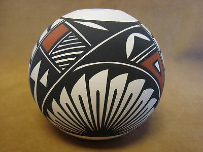 Native American Acoma Indian Pottery Hand Painted Pot by N. Victorino PT0139