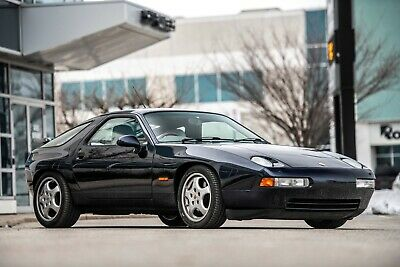 Porsche: 928 GTS Beautiful inside and out!