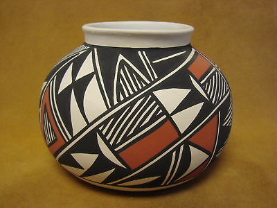 Acoma Indian Pottery Hand Painted Pot by Gloria Salvador PT0250