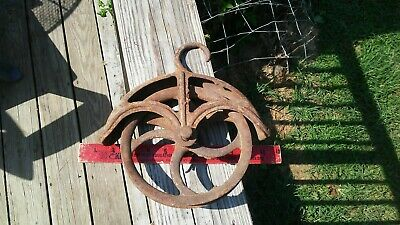 Antique Well Pulley Wheel Vintage Primitive Cast Iron Farm Barn 10  inch