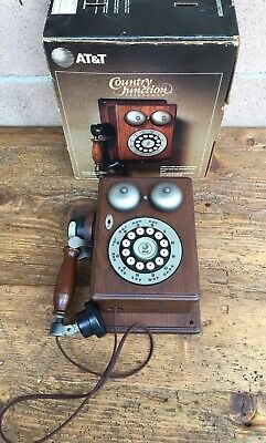 Vintage ATT AT&T Country Junction 1984 Push Button Touch Tone Wood Telephone