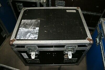 Wheeled cable trunk with fixed divider
