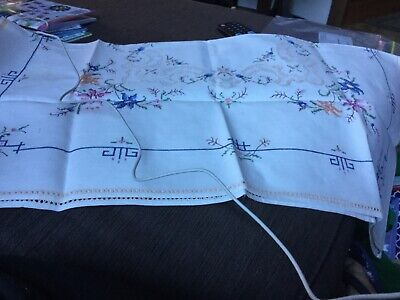 Mums Vintage 75cm square embroidered table cloth VGUC Surplus to need