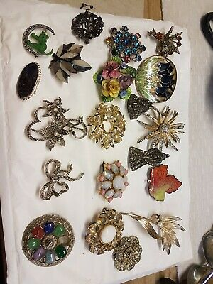 20 Vintage / Old / Custome / Interesting  Broaches  ( Jewellery )