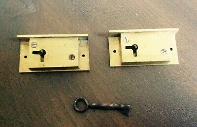 SMALL BRASS DRAWER/CABINET LOCK AND KEY ( New Old Stock)