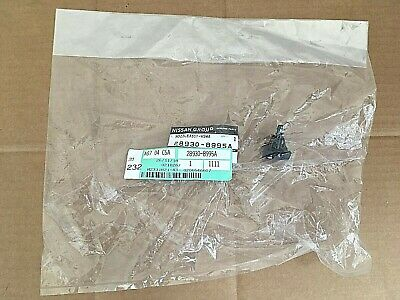 Nissan Windscreen Washer Nozzle - 289308995A **Genuine New Nissan part**