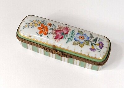 Small Box in Pills Porcelain Limoges Flowers Gilding Brass 20th Century