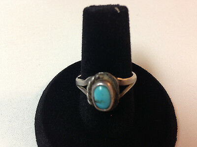 Sterling silver womens ring with with turquoise stone,very nice&collectible J283