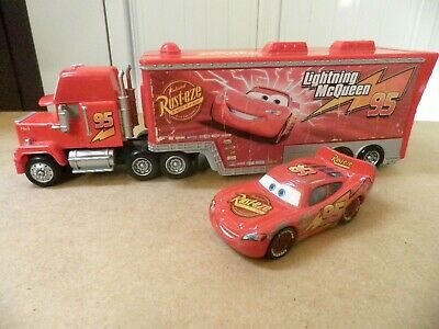 DISNEY PIXAR CARS CAMION MACK GARAGE FLASH McQUEEN et VOITURE FLASH McQUEEN !