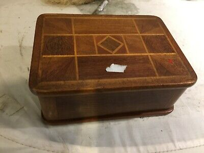 LOVELY ANTIQUE INLAID BOX, OAK/ MAHOGANY  15x11x6cm