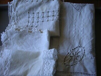Lot de 4 napperons, chemins de table brodés, dentelles, linge ancien