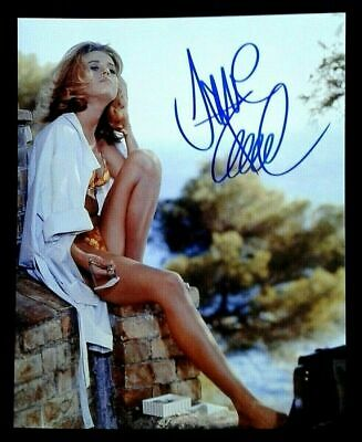 JANE FONDA - Movie Actress - original hand signed on 8x10 photo