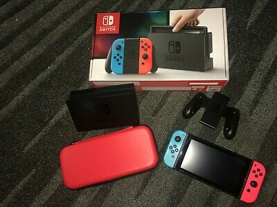 Nintendo Switch Konsole incl. roter Tasche
