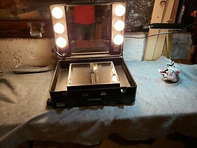 Rolling Portable  Makeup Studio Artist Cosmetic Case with Lights and Mirror