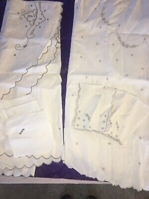 2 Gorgeous Vintage Embroidered Oval Tableclothes With Napkins