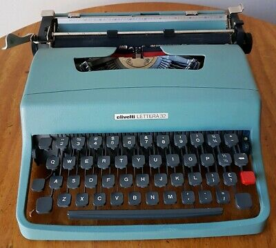 """Vintage Olivetti """"Lettera 32"""" Typewriter & Carry Case Collectable Portable"""