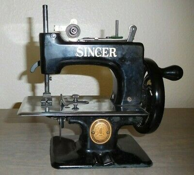 Vintage Singer SEWHANDY Black Childs Sewing Machine Model 20 with Instructions