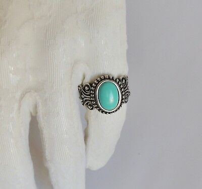 VINTAGE, Turquoise-Sterling Silver 925 Ring. (Sz 7.5).