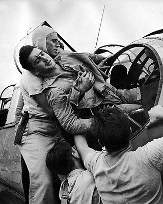 """Wounded US Pilot helped on USS Saratoga Rabaul Attack 8""""x 10"""" WWII WW2 Photo 527"""