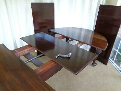 A VERY LARGE ANTIQUE 10ft WIND-OUT EXTENDING MAHOGANY DINING TABLE