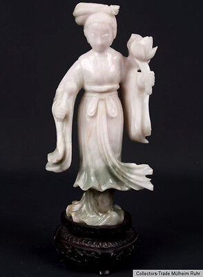 China 20. Jh a Chinese Carved Jade Figure of a Lady - Giada Cinese Chinois