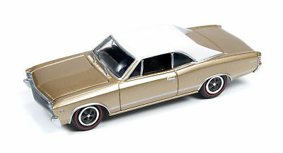 1/64 JOHNNY LIGHTNING MUSCLE SERIES 1 1967 Chevy Chevelle SS in Gold and White