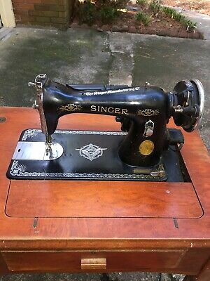 Vintage Singer 15-91 Sewing Machine In Table W/ Accessories