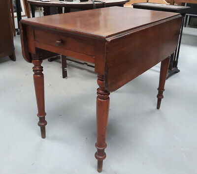 Victorian Mahogany Drop-Flap Pembroke Table With a Single Drawers