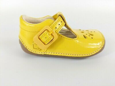 Clarks First Shoes Infant Girls Yellow Patent Leather Shoes Uk 2.5 F Eu 18 New