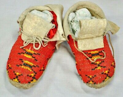 Antique Native American Child's Beaded Moccasins (CCR)