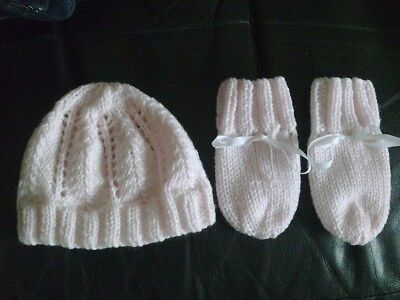 hand made knitted pink hat and gloves BNWOT